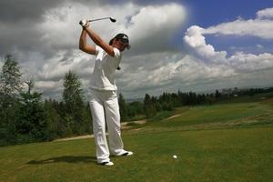 ゴルフをする人.jpg