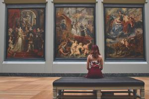 ルーブル美術館のベンチ.jpg